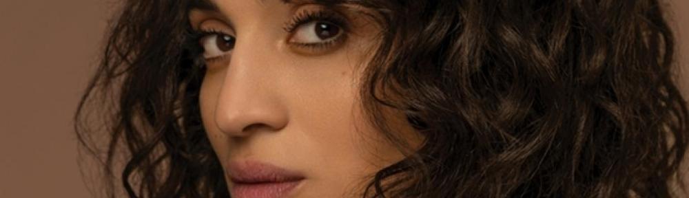 Camélia Jordana chante Le monde en main, son nouveau single.